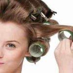 Wie kriegt man am besten Locken in glattes Haar?