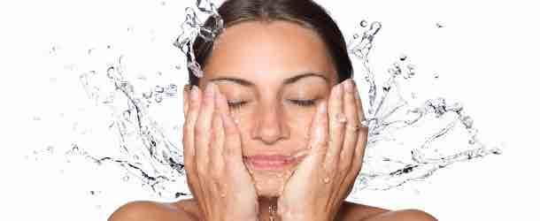 Leitungswasser für die tägliche Gesichtspflege