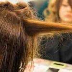 Von langen glatten zu lockigen Haaren
