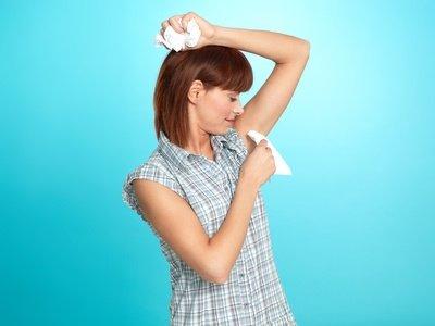 Nerviger Schweiß unter den Armen ? Schweißdrüsen-Saugkürrettage hilft dabei